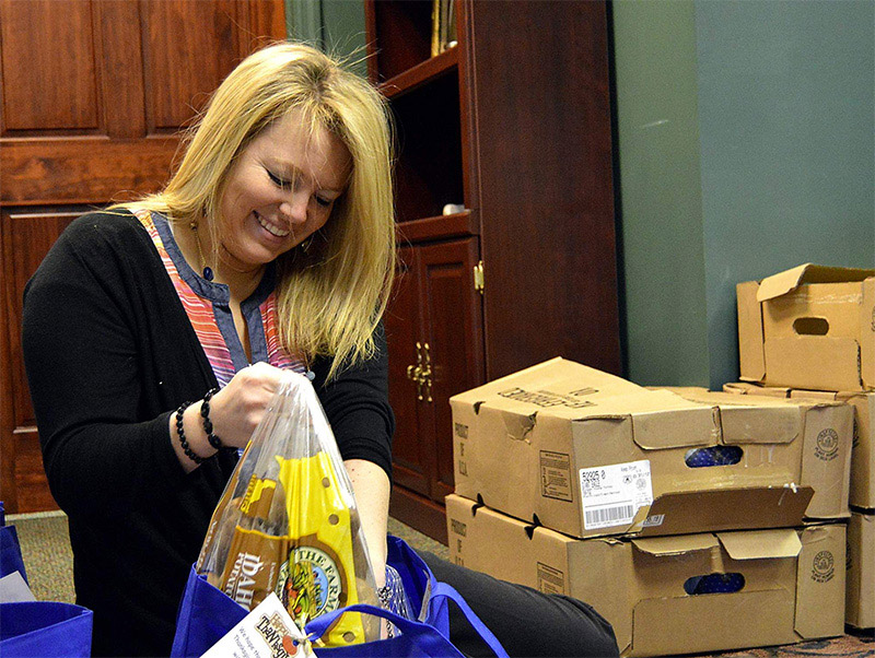 Sunny Days Gives Back This Thanksgiving